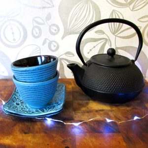 cast-iron-teaopt-and-cups